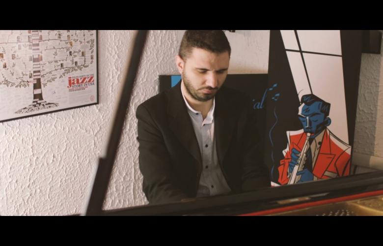 Embedded thumbnail for Pianista